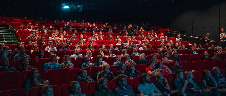 'Vooral jongeren, vrouwen en frequente bezoekers weten de bioscoop weer te vinden na heropening'